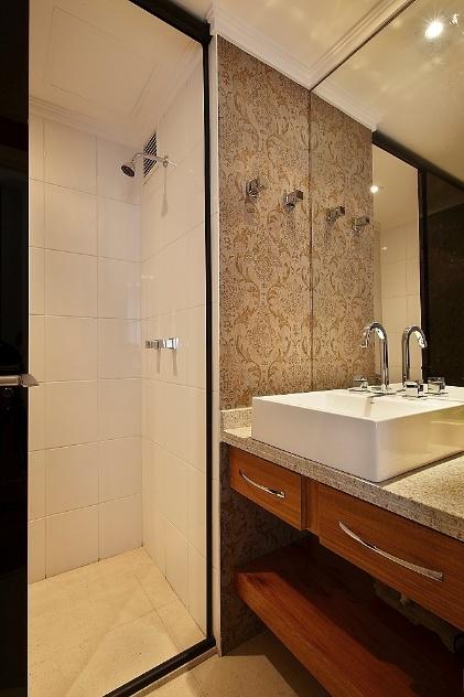 Truques e dicas de decoração ajudam a ampliar as dimensões do seu banheiro   -> Banheiro Pequeno Solucao
