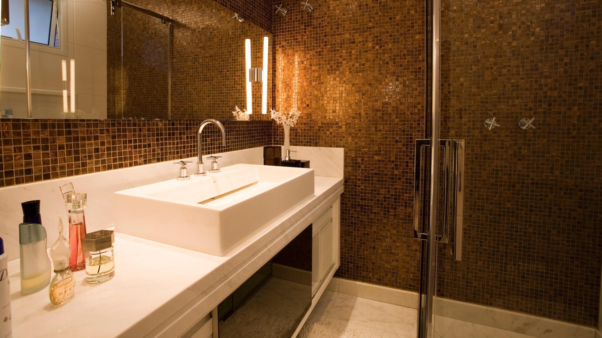 Banheiros pequenos dicas de decoração para quem tem pouco espaço  BOL Fotos -> Banheiros Planejados Vermelho