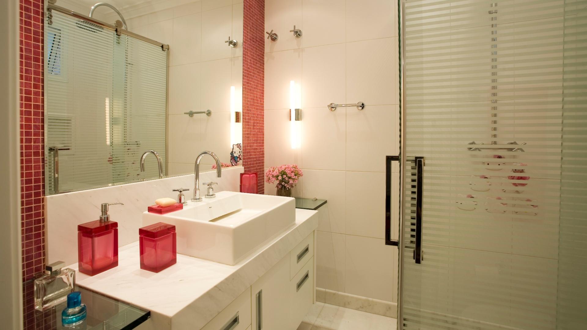Banheiros pequenos dicas de decoração para quem tem pouco espaço  BOL Fotos -> Pia De Banheiro Feminino