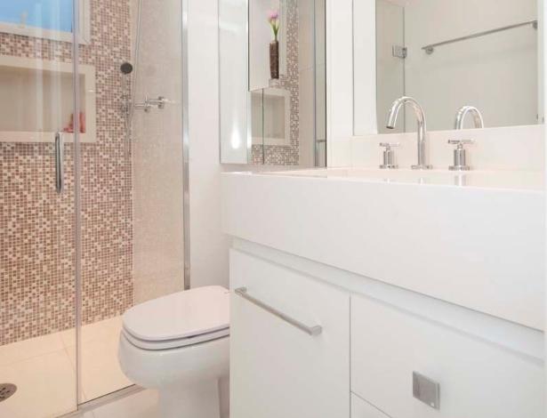 Banheiros pequenos dicas de decoração para quem tem pouco espaço  BOL Fotos -> Ampliar Banheiro Pequeno