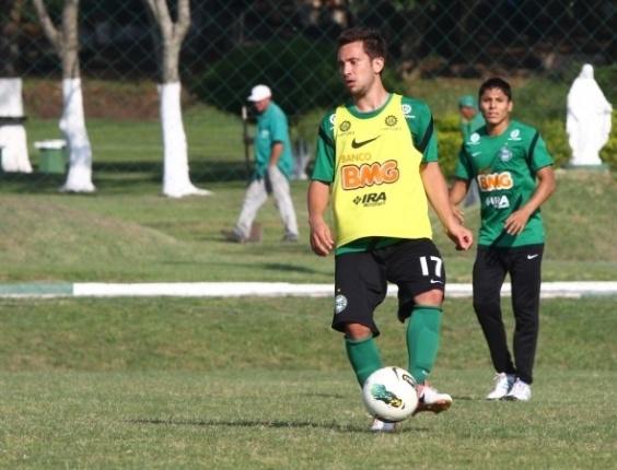 Everton Ribeiro participa de treinamento no Coritiba