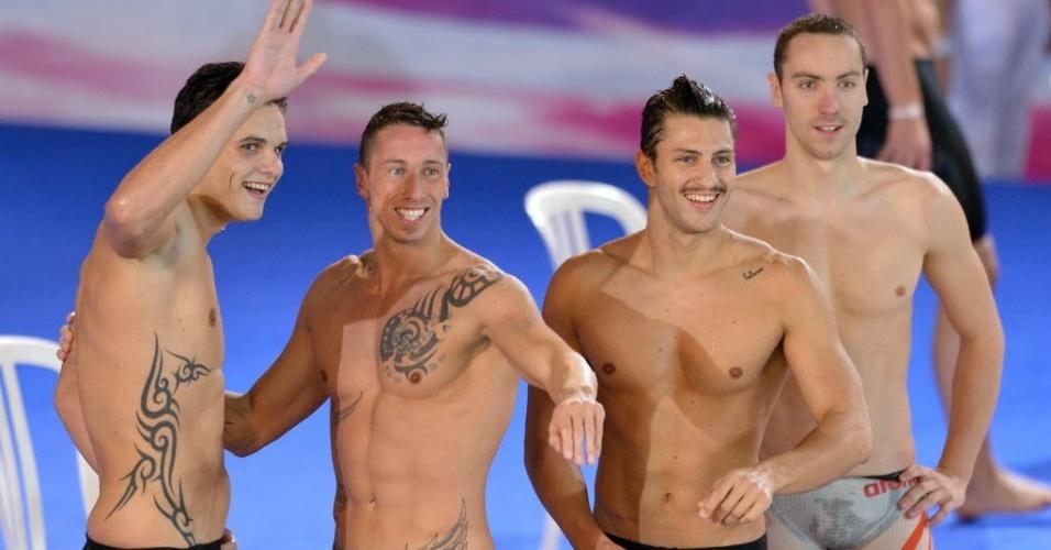 Franceses Florent Manaudou, Frederick Bousquet, Giacomo Perez Dortona e Jeremy Stravius comemoram após vencerem prova do revezamento 4X50m medley no Campeonato Europeu