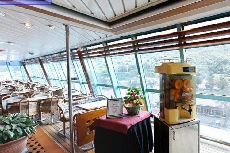 Lançado em 1990, e reformado em 2004, o navio Empress, da Pullmantur, tem 795 cabines, tripulação de 675 pessoas e capacidade para 1853 hóspedes