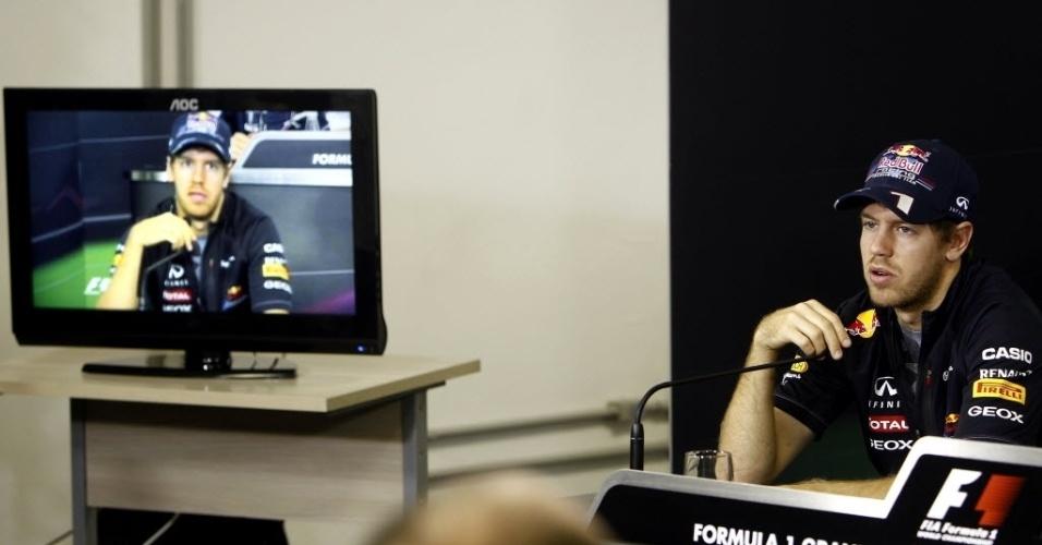 Sebastian Vettel fala durante a entrevista coletiva desta quinta-feira para o GP do Brasil