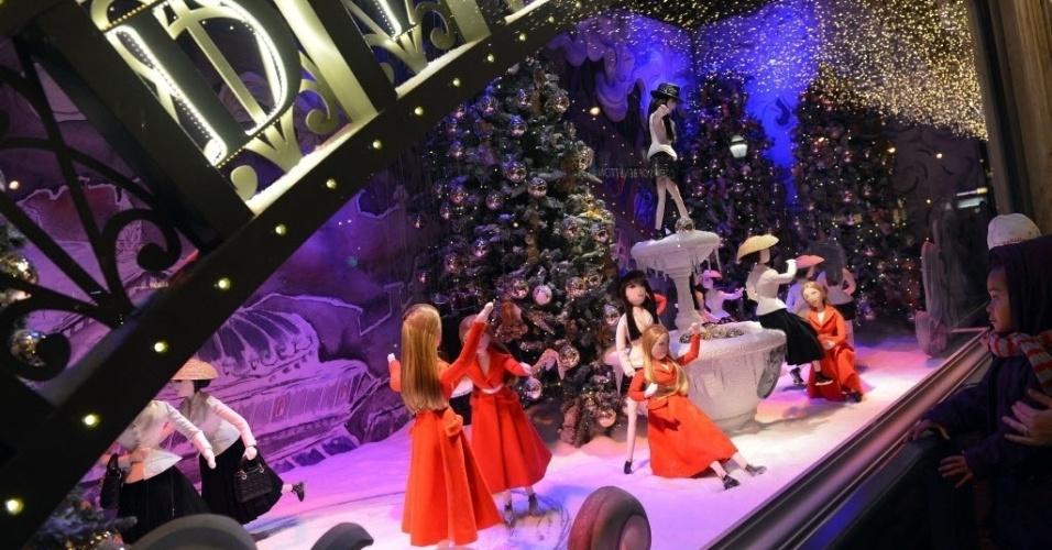 23.nov.2012 - Decoração natalina em loja de Paris, nesta sexta-feira (23)