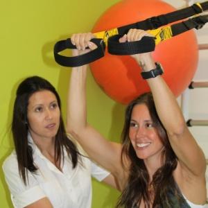 A apresentadora do Vídeo Show Dani Monteiro se exercita com a criadora do fisioteg, Jackeline Figueiredo  - Divulgação