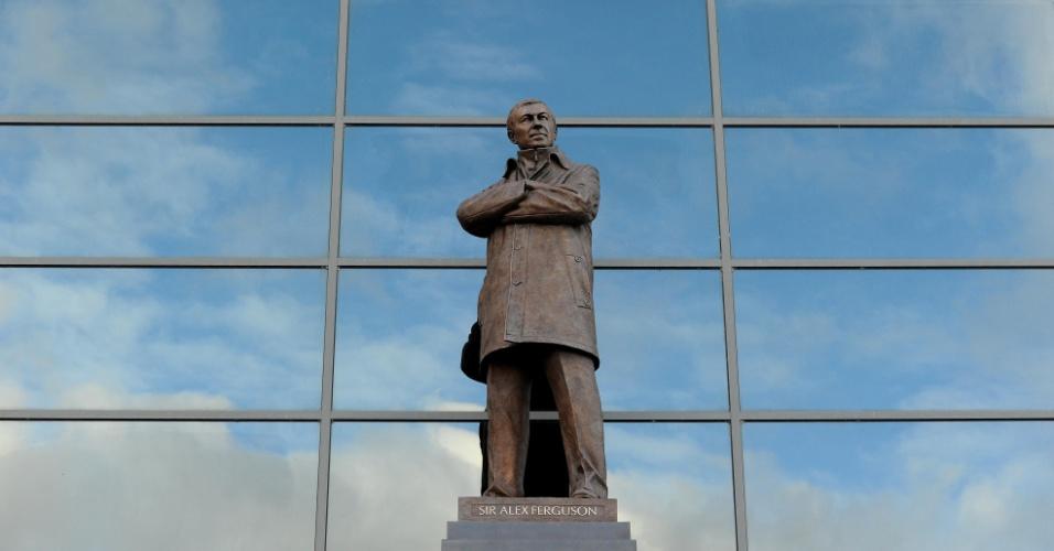 23.nov.2012 - Manchester United inaugurou estátua para o técnico Alex Ferguson no estádio Old Trafford