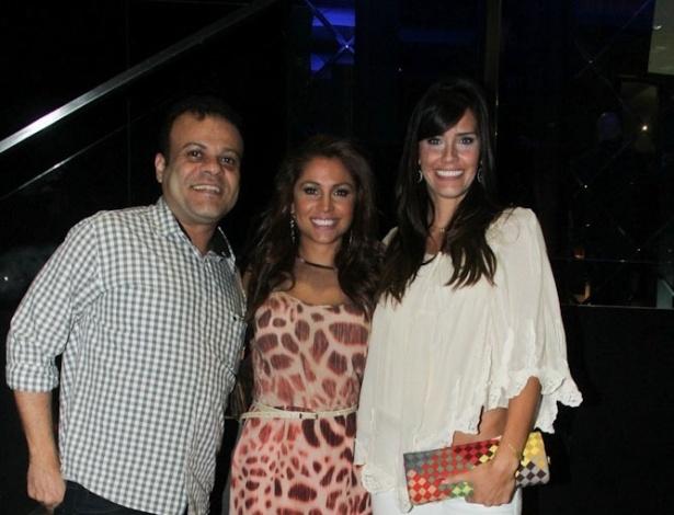 A ex-BBB Maria Melilo comemora seu aniversário com os ex-BBBs Daniel e Talula em bar no Itaim, em São Paulo (22/11/12)