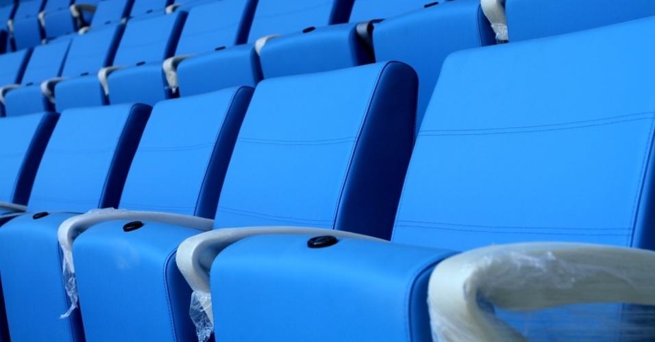 Cadeiras estofadas aguardam os torcedores nas obras da Arena do Grêmio