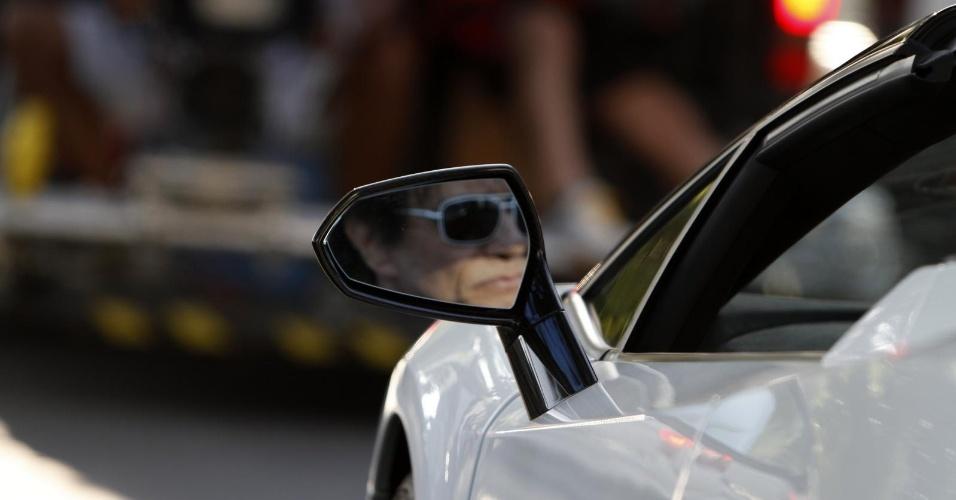 Roberto Carlos apareceu nesta sexta-feira (23) nas ruas do bairro de Leblon, no Rio de Janeiro, a bordo de um Lamborghini Gallardo branco. Conhecido por colecionar Audis e carros antigos, o artista desfilou pelas ruas da capital carioca com um veículo avaliado em R$ 1,5 milhão