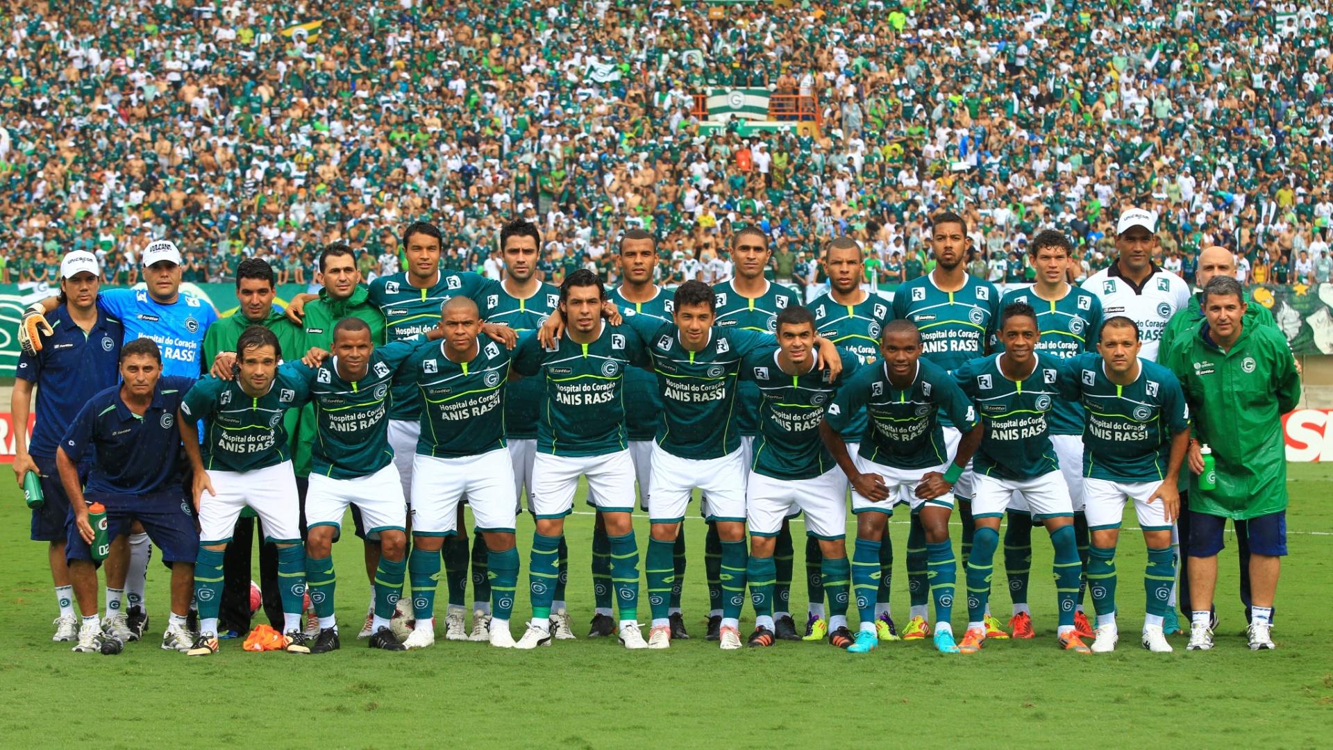 Jogadores do Goias posam para foto antes do jogo contra o Joinville que garantiu o título da Série B de 2012