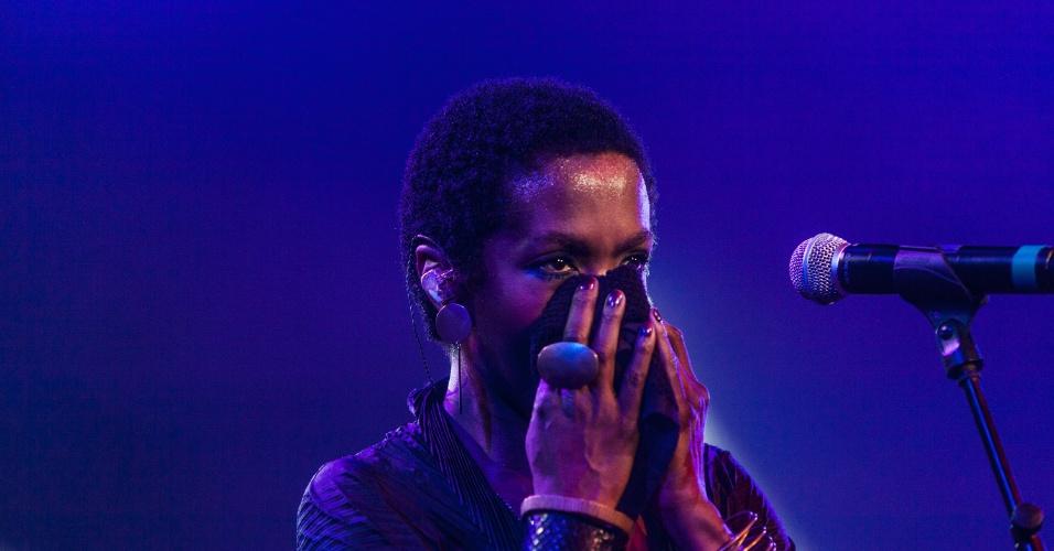 Lauryn Hill se apresenta no festival Back2Black, que acontece na Estação Leopoldina, no Rio de Janeiro, de 23 a 25 de novembro. O Back2Black tem a proposta de reconstruir, através de música, arte e de debates, a conexão da sociedade moderna com suas raízes africanas. A seleção musical traz estilos que vão desde o samba até o hip-hop, passando pelo jazz, funk, R&B, maracatu e pelo carimbó (23/11/12)