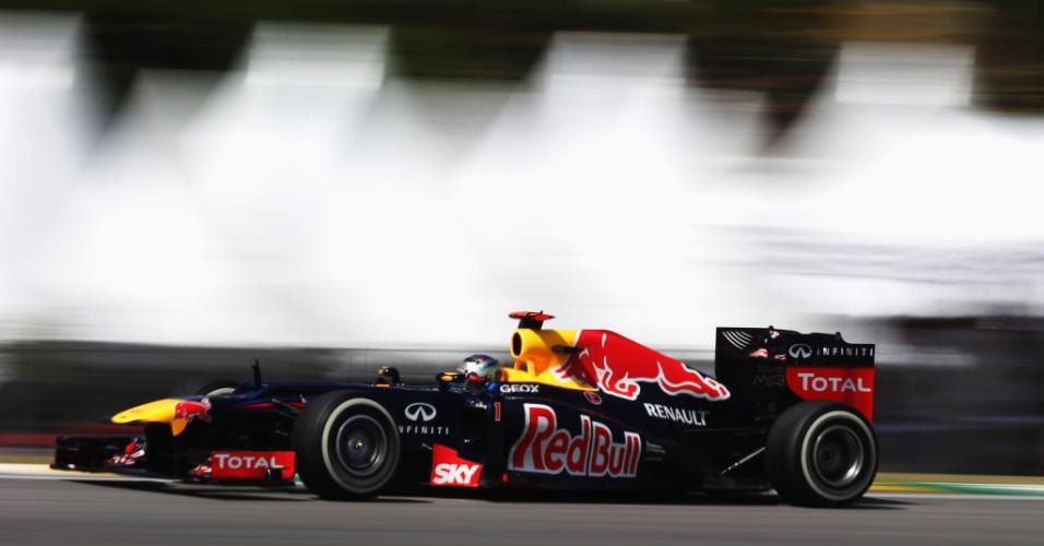 Sebastian Vettel acelera em Interlagos durante treinos de sábado para o GP do Brasil (24/11/2012)