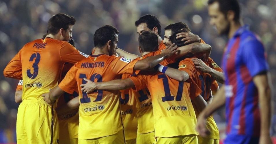 25.nov.2012 - Jogadores do Barcelona comemoram gol contra o Levante, em Valencia
