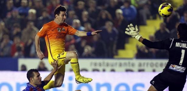 Messi marcou dois gols na vitória do Barcelona sobre o Levante, neste domingo