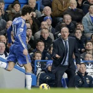 Rafa Benitez grita com o meia Oscar; em pouco menos de um mês, técnico desagradou brasileiro