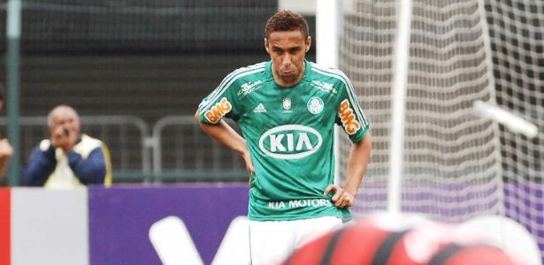 Wellington, zagueiro do Palmeiras, lamenta por erro
