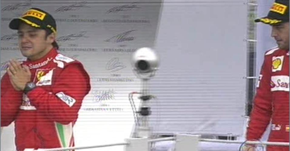 Felipe Massa chora ao chegar ao pódio em Interlagos