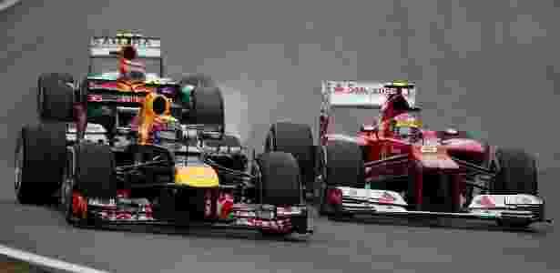 Mark Webber e Felipe Massa brigam por posição no GP do Brasil de Fórmula 1 - EFE/Sebastiao Moreira