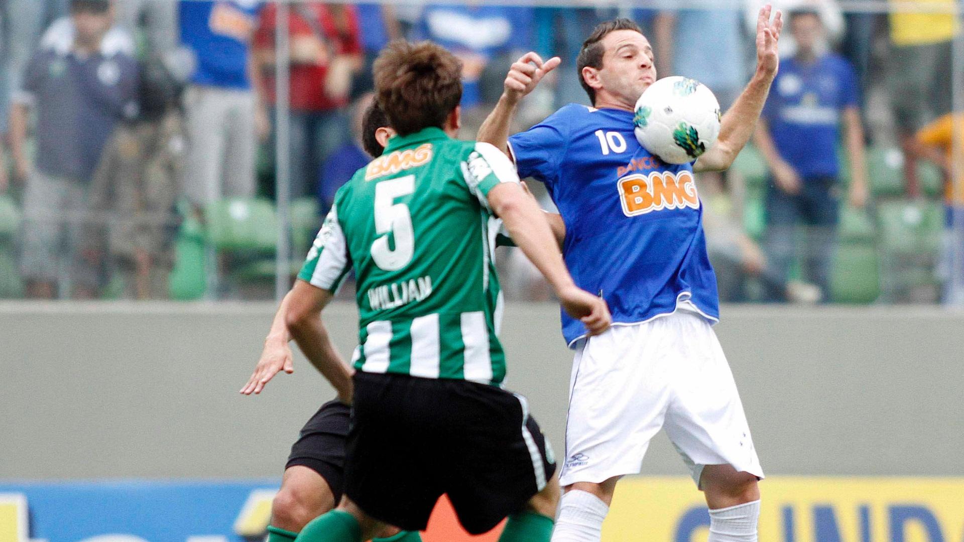 Montillo durante a vitória do Cruzeiro sobre o Coritiba, por 2 a 1, no Independência (25/11/2012)