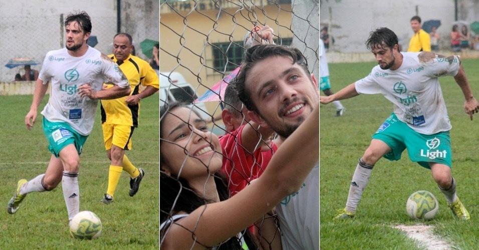 O ator Rafael Cardoso participa de jogo de futebol beneficente na cidade de Japeri, no estado do Rio de Janeiro (25/11/12)
