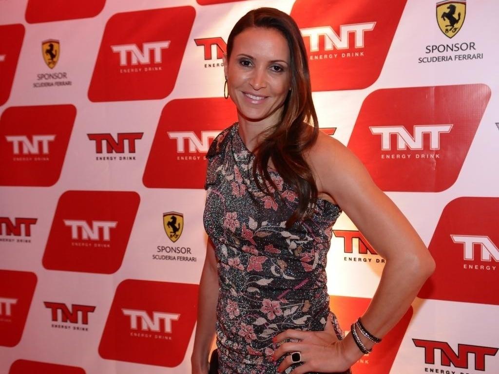 26.nov.2012 - A festa fechada da Ferrari contou com a presença da campeã olímpica de salto em distância Maurren Maggi