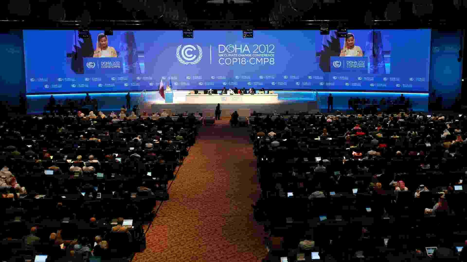 26.nov.2012 - Cerca de 17 mil pessoas participaram da abertura da COP 18, a conferência anual da ONU (Organização das Nações Unidas) sobre as Mudanças do Clima, no Centro Nacional de Convenções de Doha, capital do Catar, nesta segunda-feira (26). O objetivo da reunião é decidir o futuro do Protocolo de Kyoto e incluir os grandes poluidores em um acordo de redução da emissão dos gases do efeito estufa previsto para 2015 - Fadi Al-Assaad/Reuters