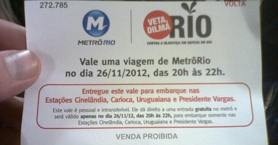 26.nov.2012 - O governo do Rio de Janeiro distribuiu vale transporte gratuito para a volta da passeata