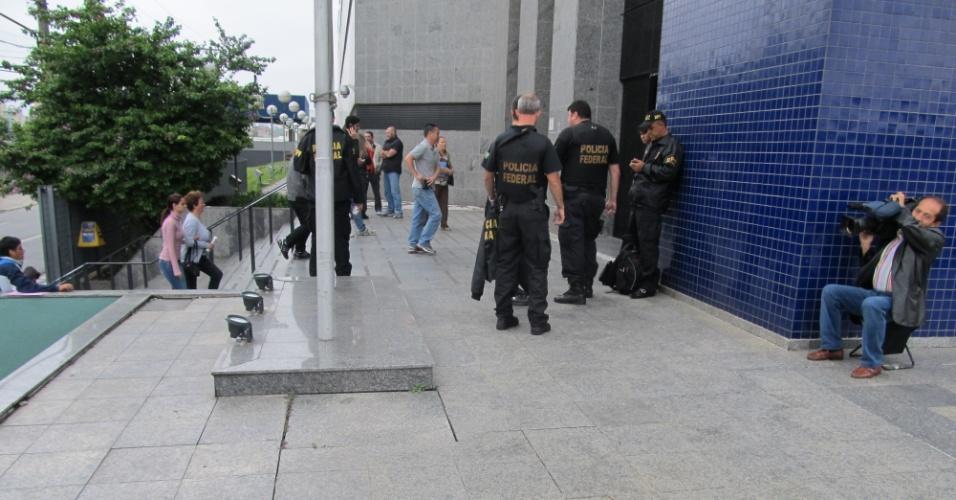26.nov.2012 - Prédio da Superintendência de São Paulo da Polícia Federal. Na operação Durkhein, foram apreendidos 27 carros de luxo e dois sacos de dinheiro. Nenhum dos objetos tem ligação com Marco Polo del Nero