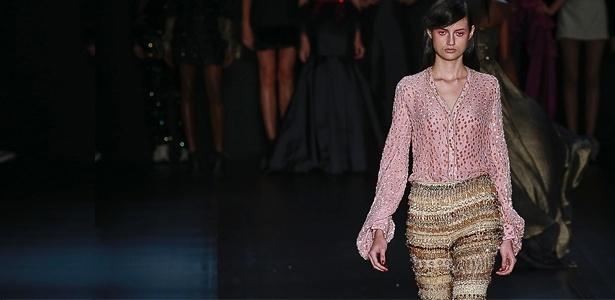 A R. Rosner propôs a calça bordada com miçangas e canutilhos para o Inverno 2013 - Alexandre Schneider/UOL