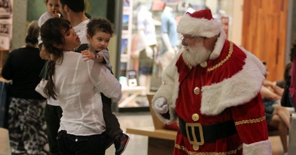 Daniele Suzuki passeia com a família em shopping no Rio de Janeiro (26/11/12)
