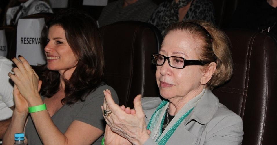 Fernanda Montenegro e Débora Bloch assistem do filme