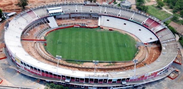 Foto aérea do estádio Beira-Rio, em reforma para Copa do Mundo de 2014