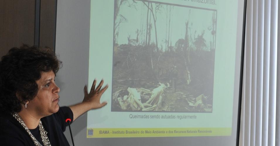 27.nov.2012 - A ministra do Meio Ambiente, Izabella Teixeira, anunciou nesta terça-feira (27) que a taxa de desmatamento da Amazônia Legal, que inclui nove Estados do Brasil, caiu 27% entre agosto de 2011 a julho de 2012 na comparação feita com os 12 meses anteriores. O dado é o menor registrado nos últimos 24 anos, desde que o levantamento começou a ser feito em 1988. Segundo o Inpe (Instituto Nacional de Pesquisas Espaciais), foram desmatados 4.656 quilômetros quadrados no período de 2011 e 2012, contra a supressão de 6.418 quilômetros quadrados no período de 2010 e 2011
