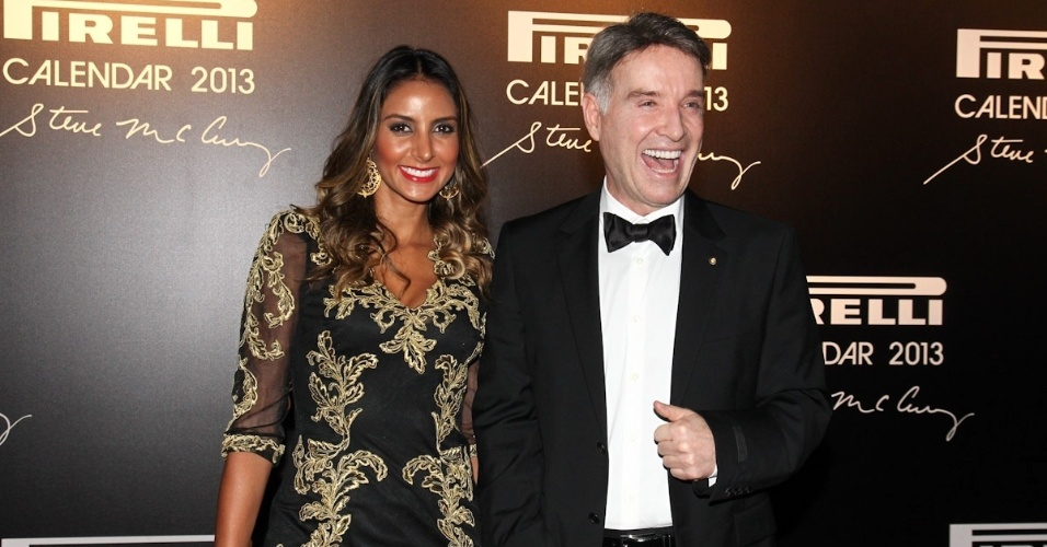 27.nov.2012 - O empresário Eike Batista e sua namorada, Flávia Sampaio, chegam ao lançamento do Calendário Pirelli 2013, no Pier Mauá, no Rio de Janeiro