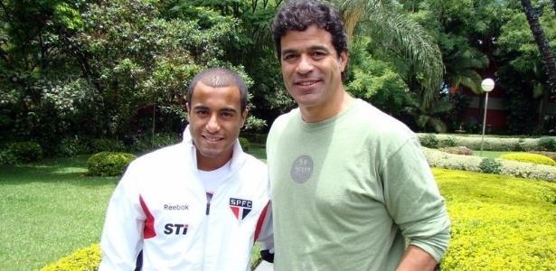Raí visita o CT do São Paulo e bate um papo com Lucas (27/11/2012)