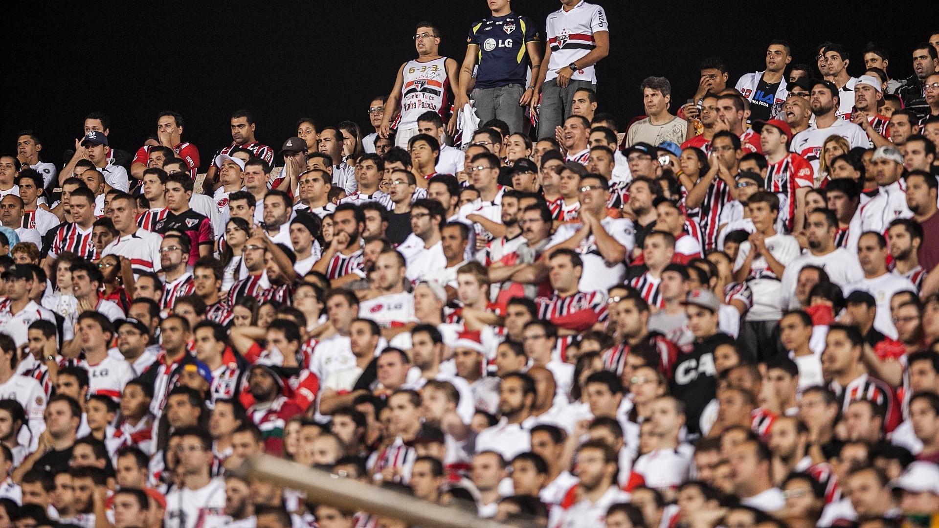 28.11.2012 - Torcida do São Paulo lota o Morumbi para assistir ao duelo contra a Universidad Católica