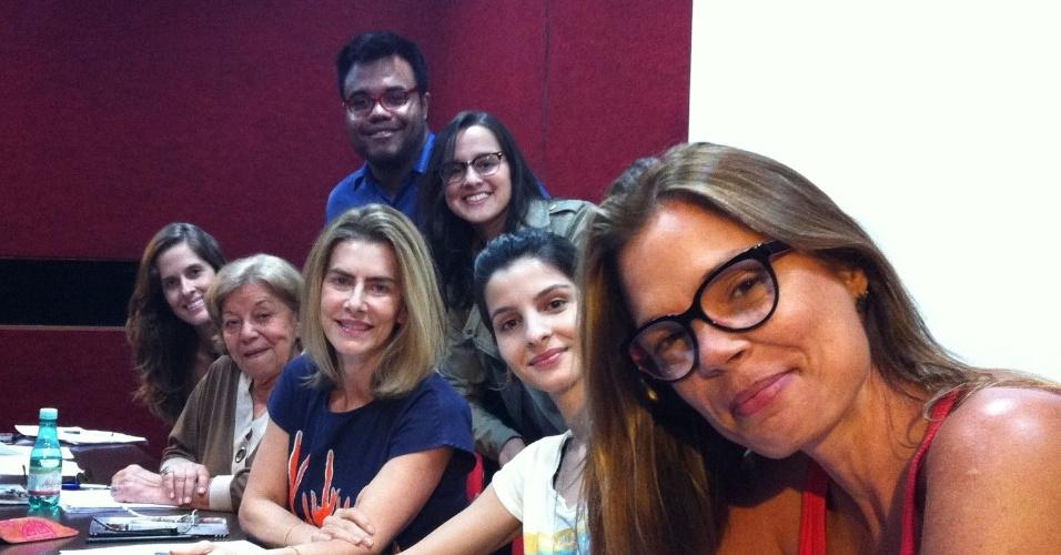 28.nov.2012 - O elenco e direção da peça
