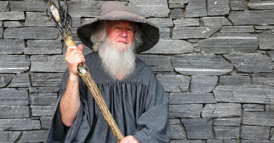 Ator vestido do personagem Gandalf na pré-estreia de