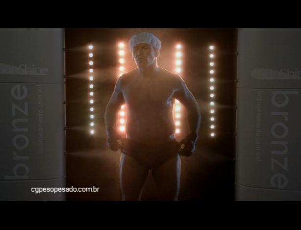 Minotauro faz bronzeamento artificial em campanha publicitária