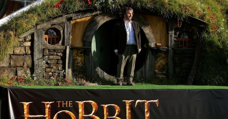 O diretor Peter Jackson saúda o público na pré-estreia de