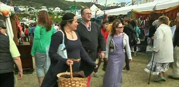 Visitantes do parque dedicado à obra de J.R.R. Tolkien na Nova Zelândia - Reprodução/BBC