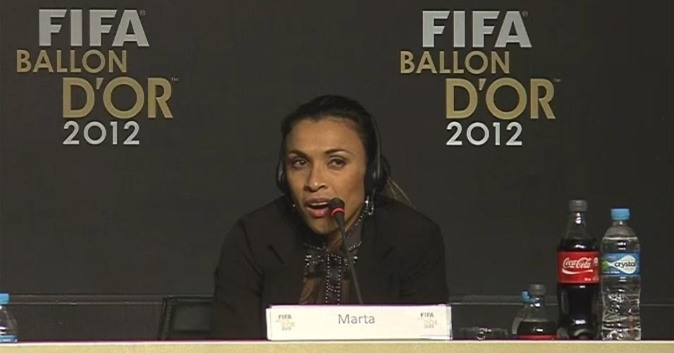 29.nov.2012 - Jogadora brasileira Marta, uma das indicadas ao prêmio, participa do anúncio dos indicados à Bola de Ouro em São Paulo