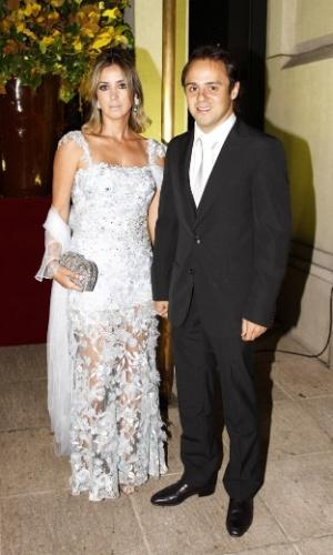 Felipe Massa e a esposa Rafaela na festa de casamento de Popó Bueno, filho de Galvão Bueno, com Andrea Bogosian, no Leopolldo, no bairro dos Jardins, em São Paulo (28/11/12)