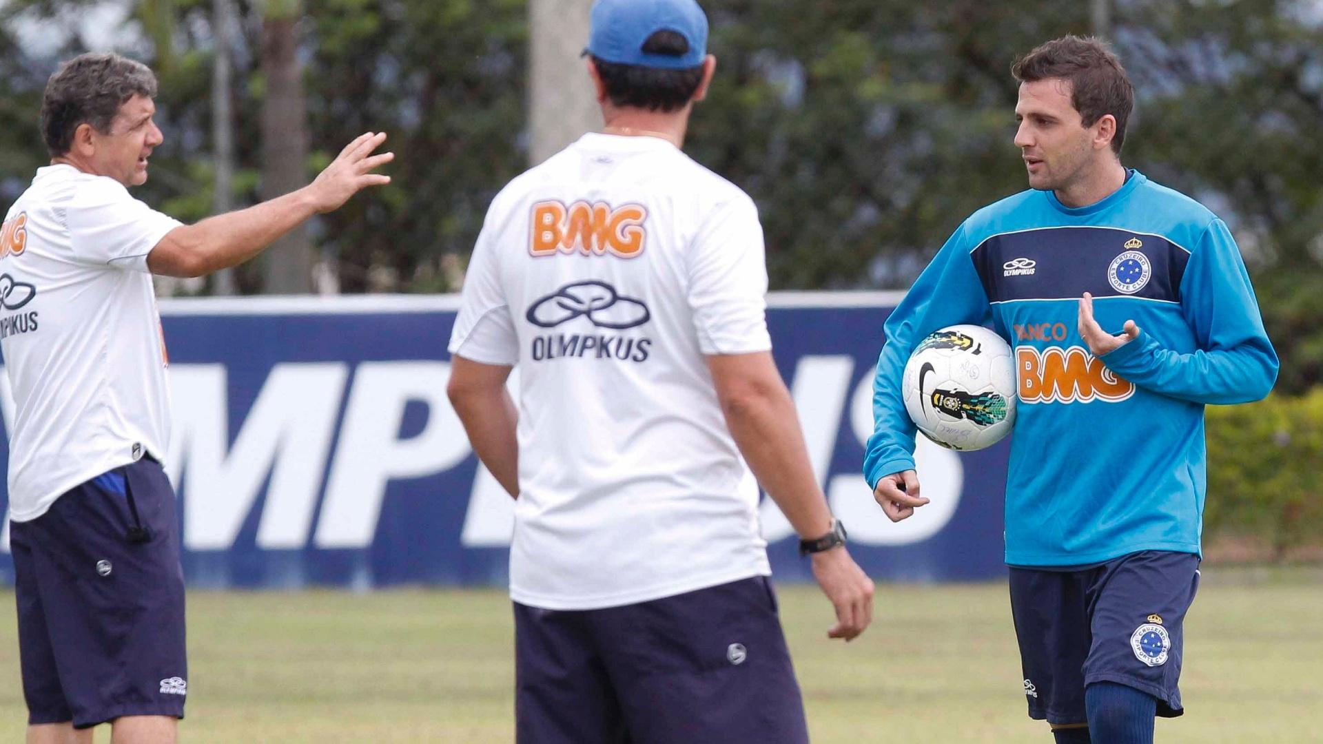 Montillo participa de treino do Cruzeiro na Toca da Raposa II (29/11/2012)