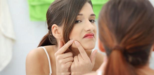 Resista a tentação: apertar as espinhas machuca a pele e gera manchas difíceis de tratar - Thinkstock
