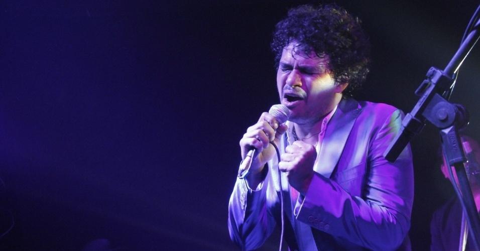 29.nov.2012 - O cantor Leo Maia se apresenta no prêmio GQ Men Of The Year, para os homens mais talentosos de 2012, no Hotel Copacabana Palace, em Copacabana, Rio de Janeiro