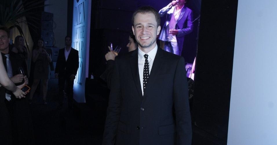 29.nov.2012 - O apresentador Tiago Leifert vai ao prêmio GQ Men Of The Year, para os homens mais talentosos de 2012, no Hotel Copacabana Palace, em Copacabana, Rio de Janeiro