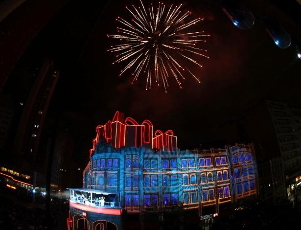 """30.nov.2012 - Milhares de pessoas assistem à primeira apresentação do tradicional coral de Natal no Palácio Avenida, centro de Curitiba, nesta sexta-feira (30). O tema do espetáculo este ano foi """"Vem Sonhar com a Gente"""""""