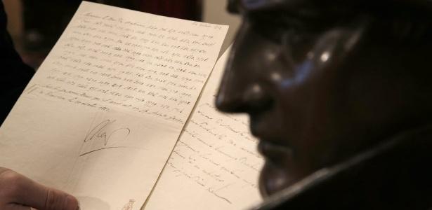 Carta de Napoleão Bonaparte é exibida em Fontainebleau (28/11/12) - AP Photo/Christophe Ena